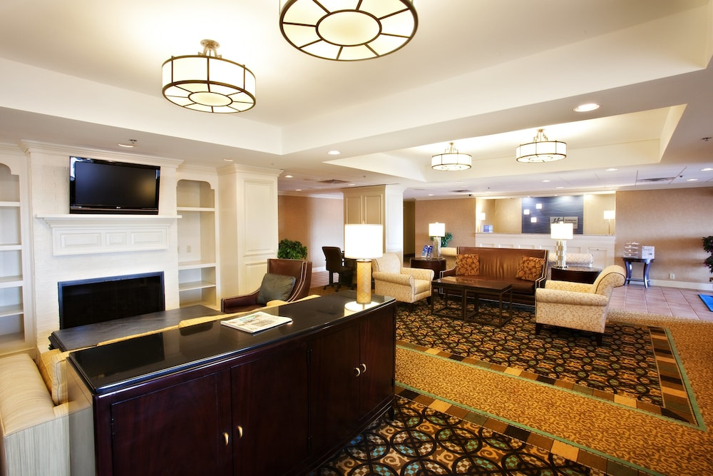 Lobby, Holiday Inn Express Indianapolis Airport, an IHG Hotel
