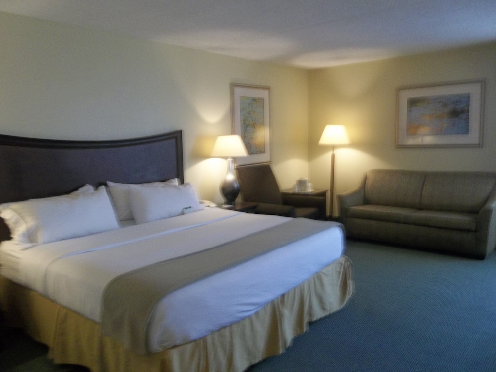 Room, Holiday Inn Express Indianapolis Airport, an IHG Hotel