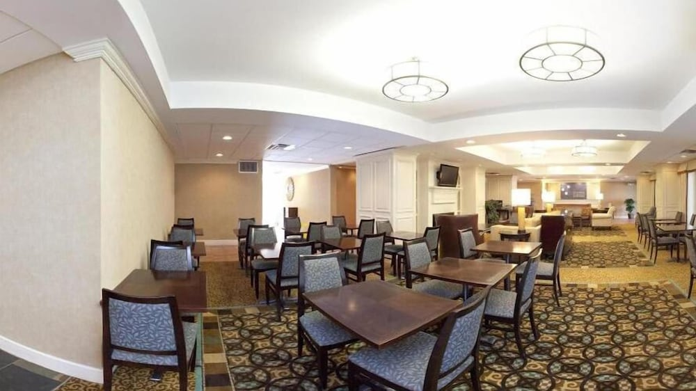 Dining, Holiday Inn Express Indianapolis Airport, an IHG Hotel