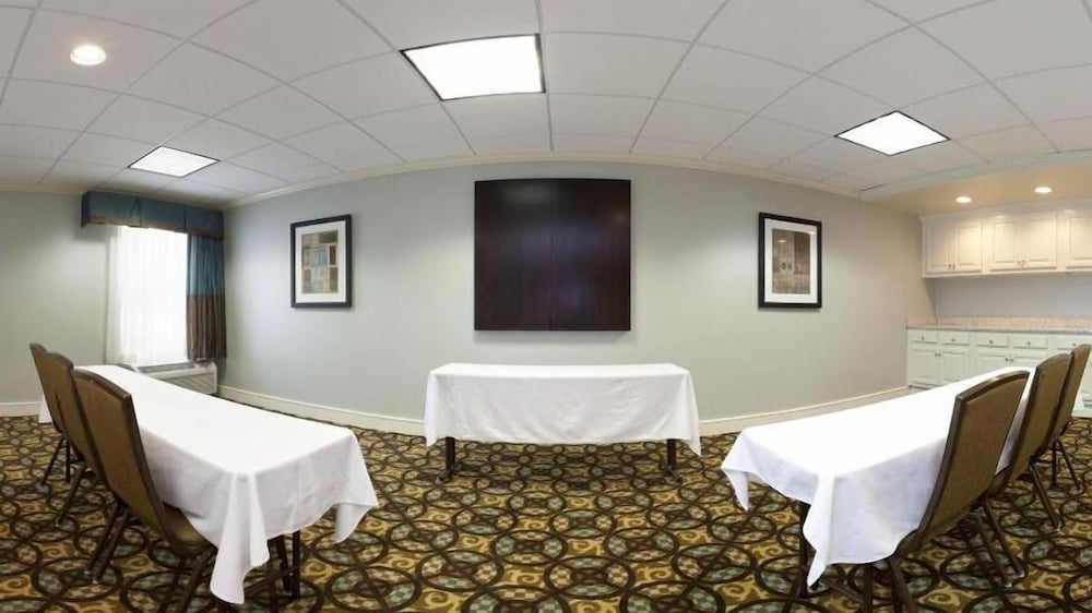 Meeting Facility, Holiday Inn Express Indianapolis Airport, an IHG Hotel