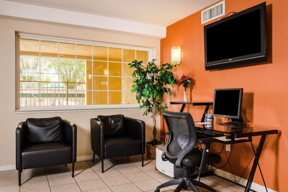 Business Center, Quality Inn & Suites Lathrop - South Stockton