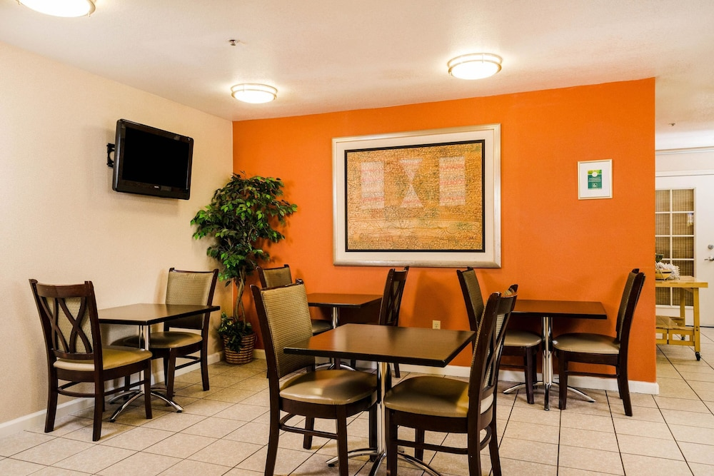 Breakfast Area, Quality Inn & Suites Lathrop - South Stockton