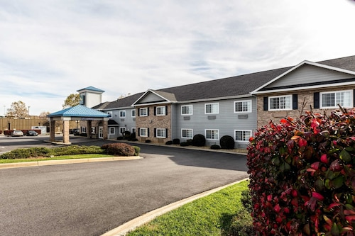 Quality Inn & Suites Hendersonville - Flat Rock
