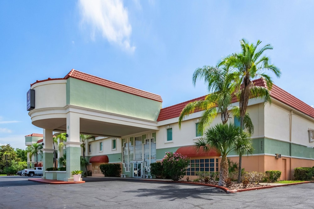 Clarion Inn & Suites Clearwater: 2019 Room Prices $64, Deals