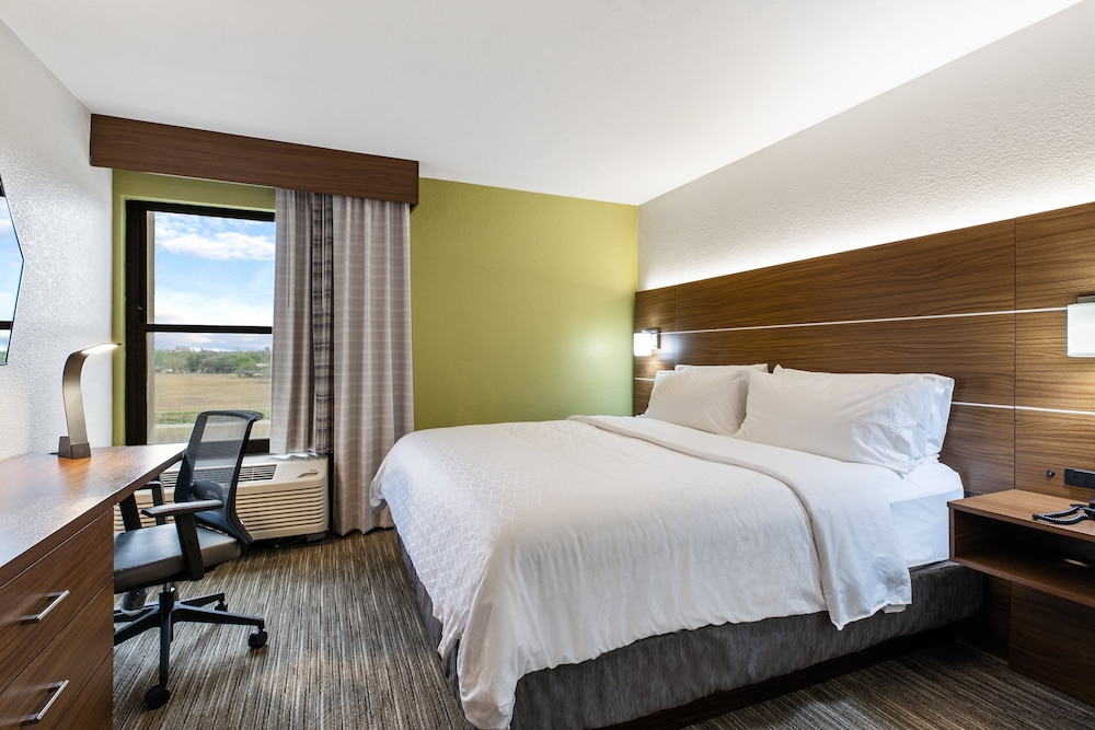 Room, Holiday Inn Express Harlingen, an IHG Hotel