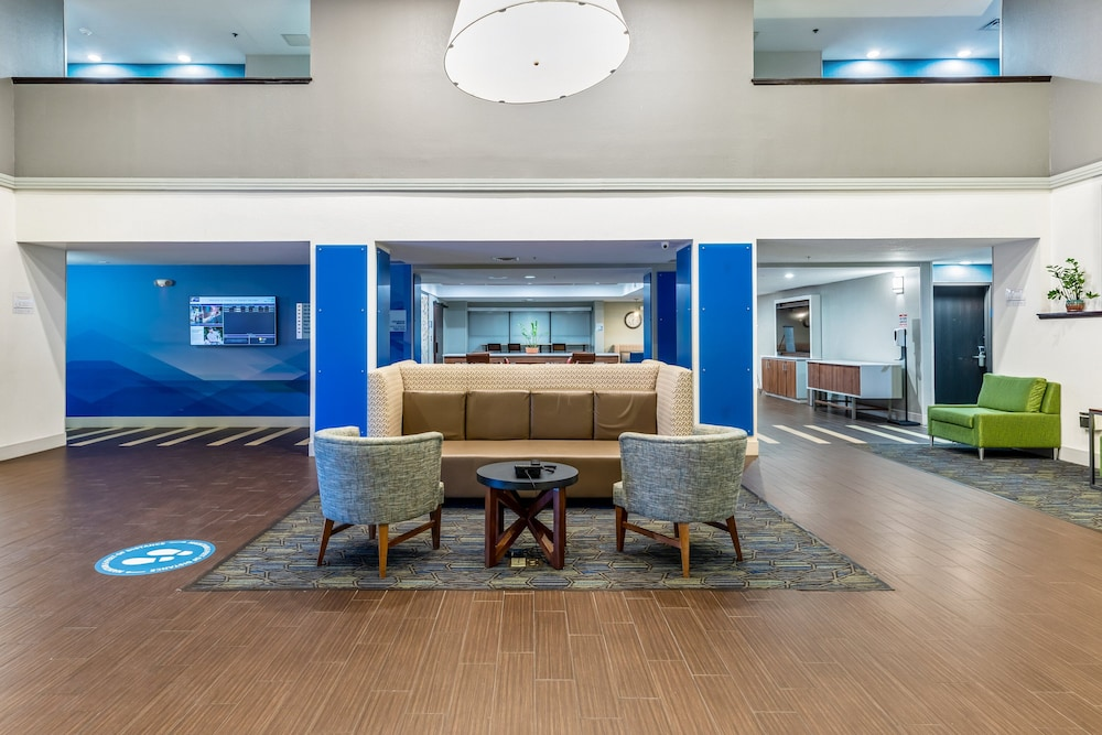 Lobby, Holiday Inn Express Harlingen, an IHG Hotel