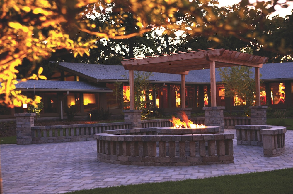 Terrace/Patio, Lake Lawn Resort