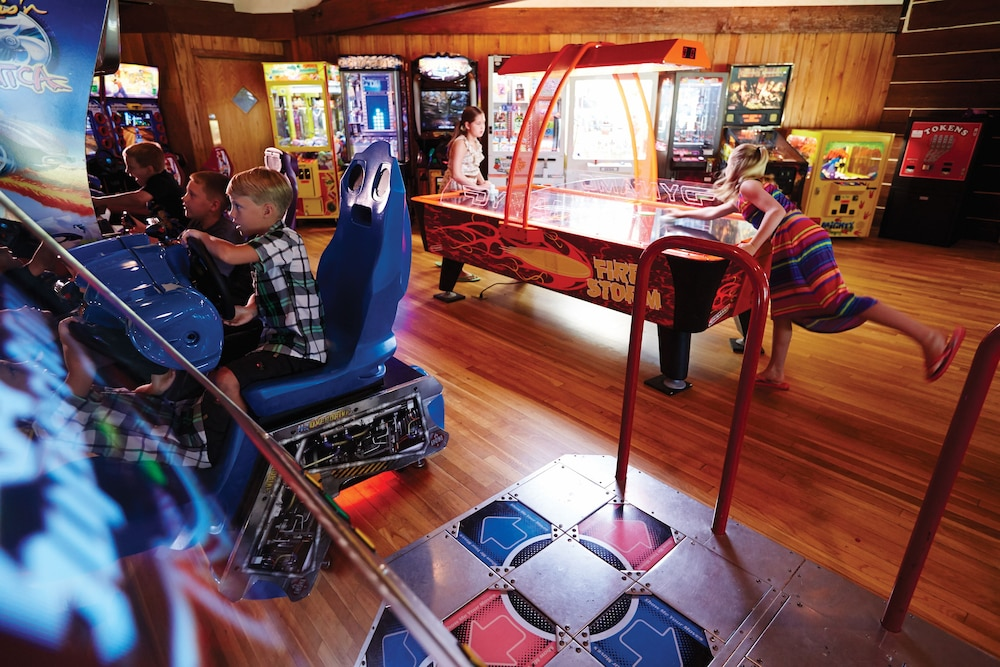 Game Room, Lake Lawn Resort