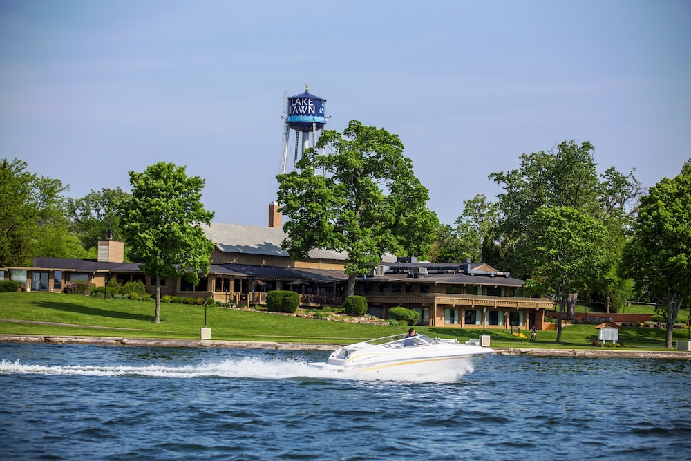 Boating, Lake Lawn Resort
