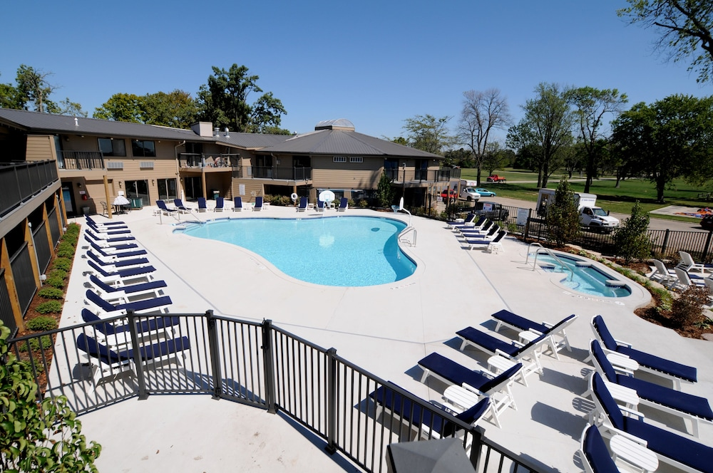 Outdoor Pool, Lake Lawn Resort