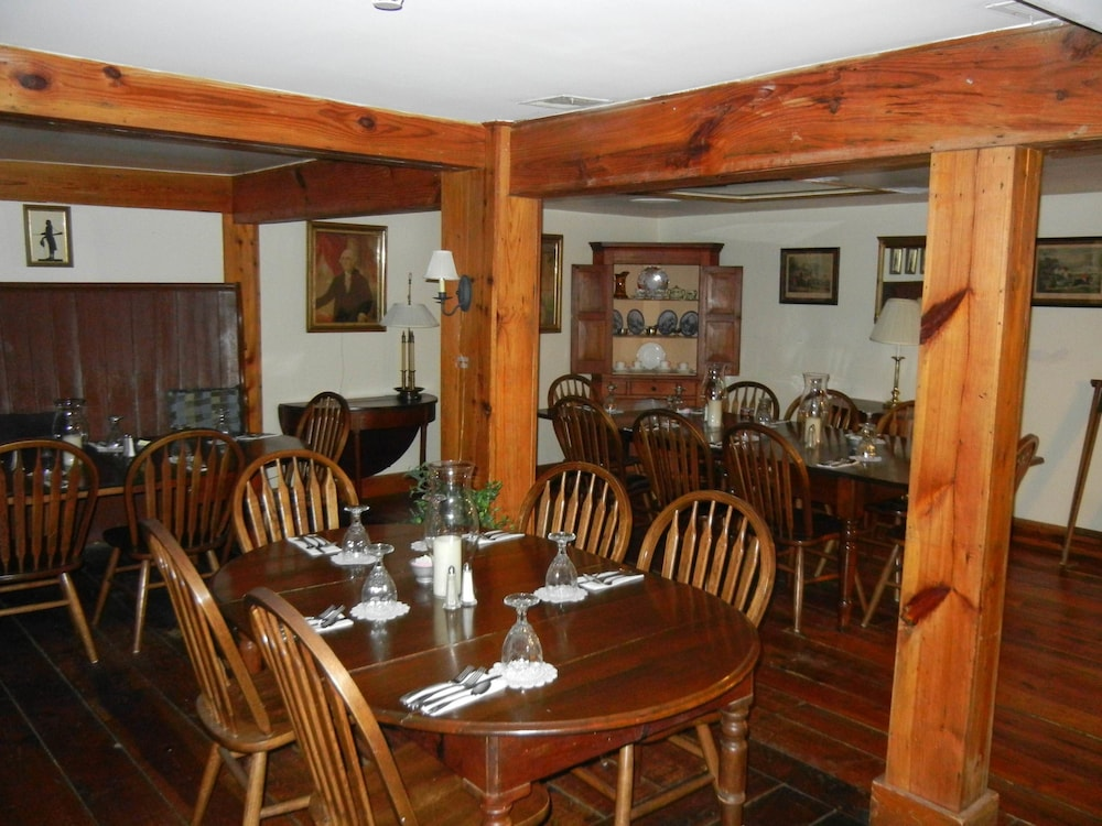 Breakfast Area, Wayside Inn