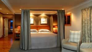 Egyptian cotton sheets, Select Comfort beds, minibar, free WiFi