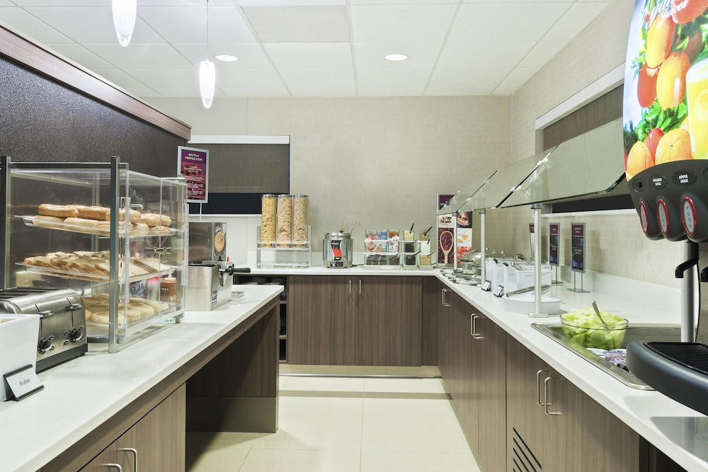 Breakfast buffet, Residence Inn by Marriott Fort Myers