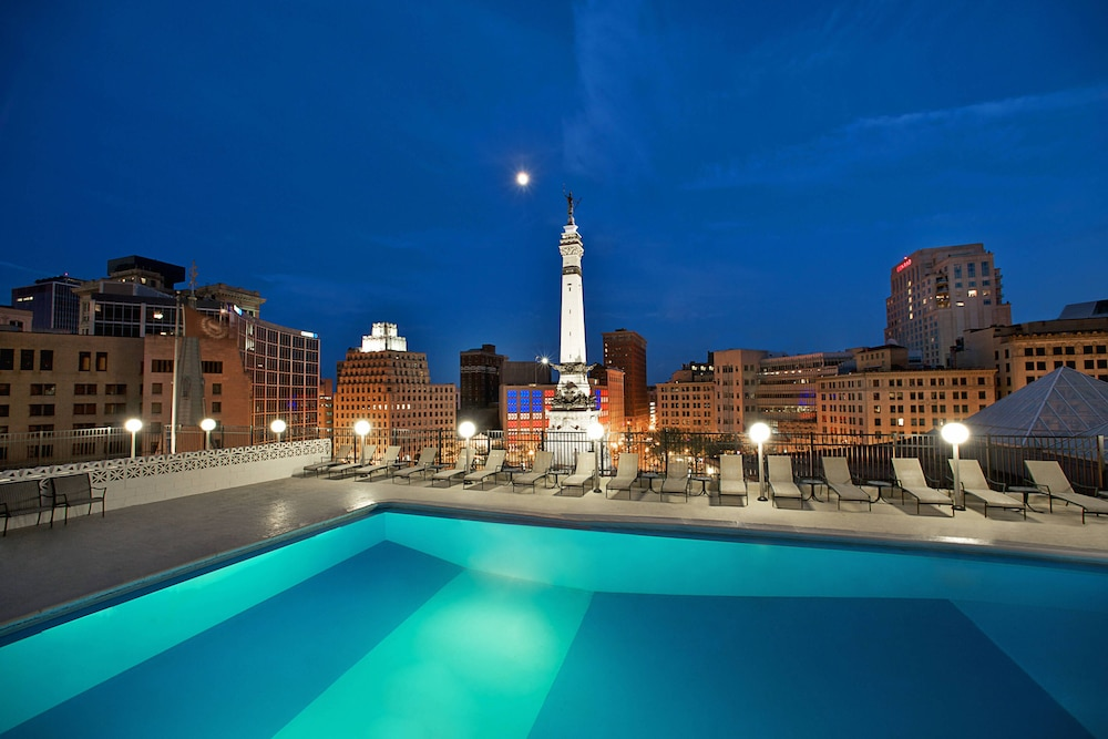 Outdoor Pool, Sheraton Indianapolis City Centre Hotel