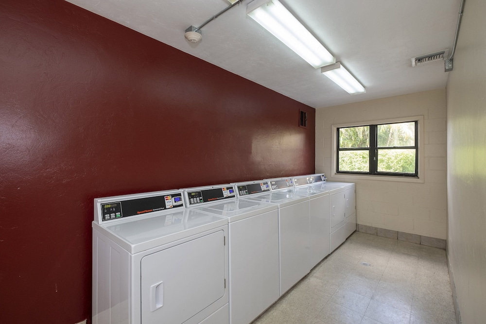 Laundry Room, Red Roof Inn PLUS+ & Suites Naples Downtown-5th Ave S