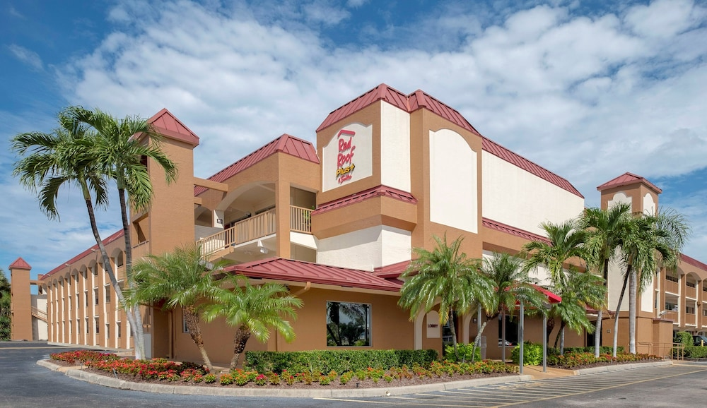Exterior, Red Roof Inn PLUS+ & Suites Naples Downtown-5th Ave S