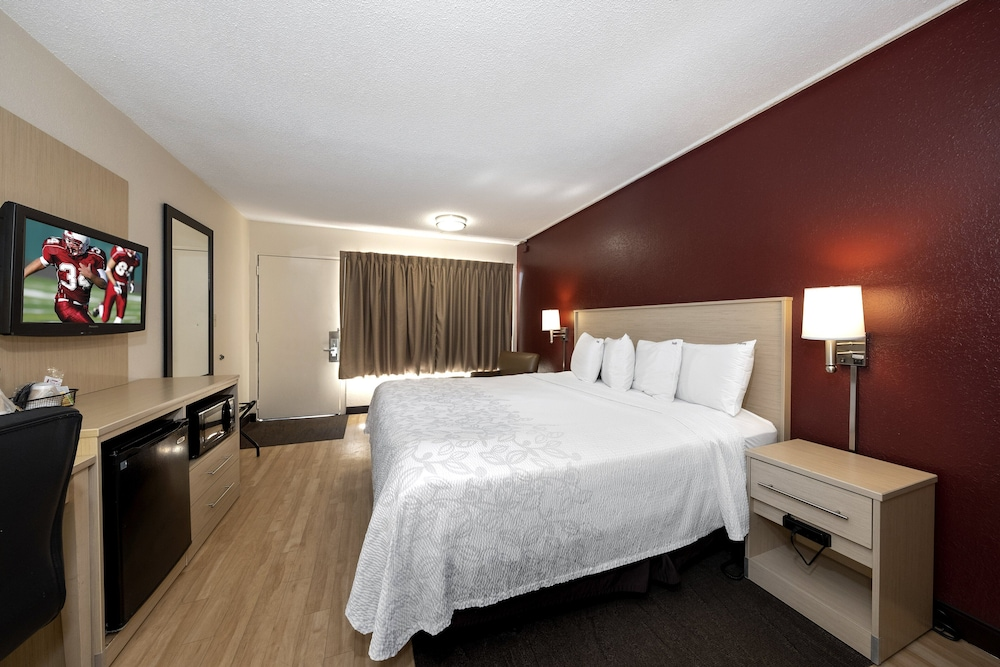 Room, Red Roof Inn PLUS+ & Suites Naples Downtown-5th Ave S
