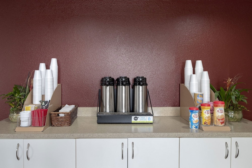 Coffee Service, Red Roof Inn PLUS+ & Suites Naples Downtown-5th Ave S
