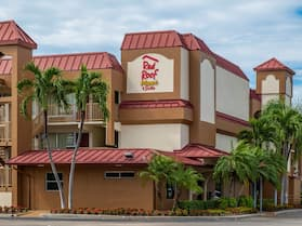 Red Roof Inn PLUS+ & Suites Naples Downtown-5th Ave S