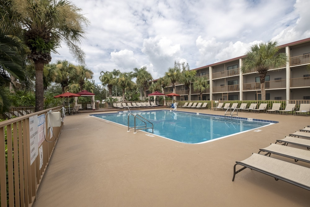 Pool, Red Roof Inn PLUS+ & Suites Naples Downtown-5th Ave S