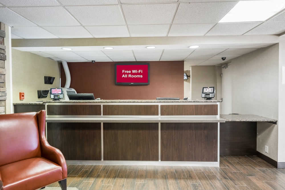 Lobby, Red Roof Inn PLUS+ Boston - Woburn/ Burlington