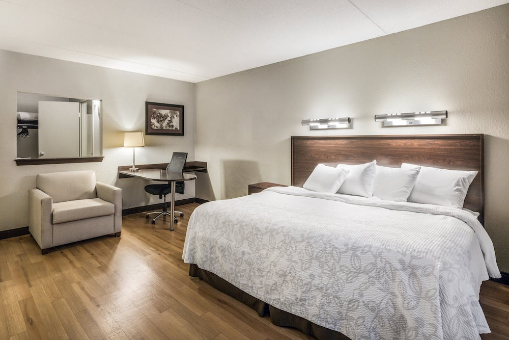 Room, Red Roof Inn PLUS+ Boston - Woburn/ Burlington