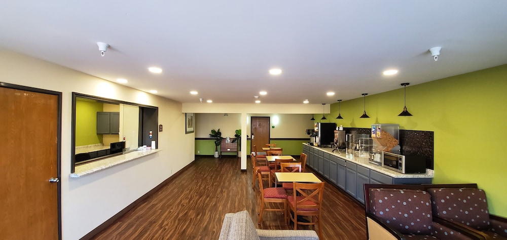Lobby, Travel Inn & Suites