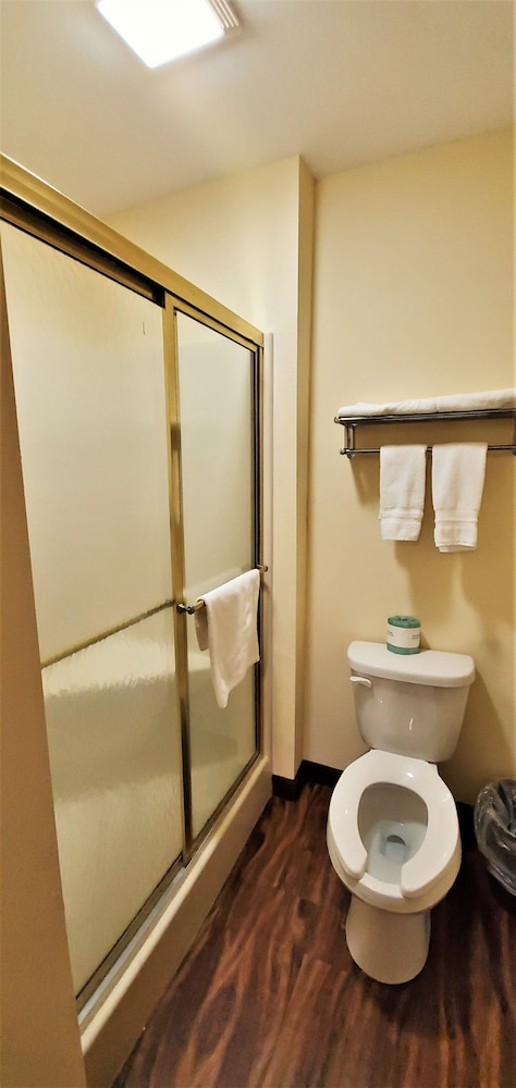 Bathroom, Travel Inn & Suites
