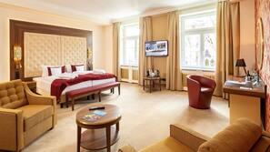 저자극성 침구, 필로우탑 침대, 객실 내 금고, 책상