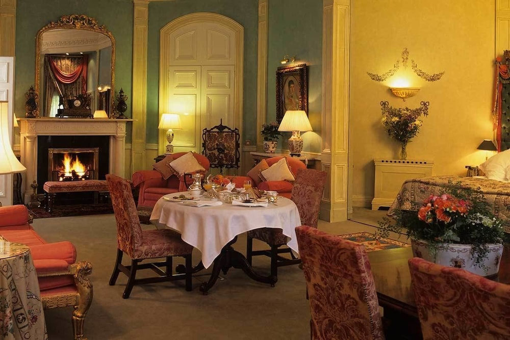 In-Room Dining, Marlfield House