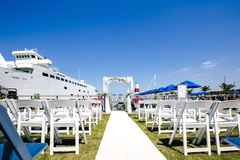 Outdoor Wedding Area, Danfords Hotel and Marina