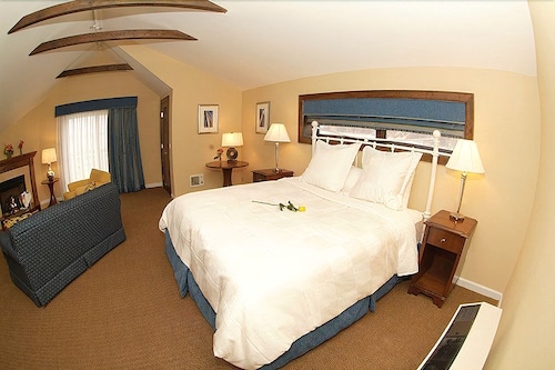 Room, Danfords Hotel and Marina