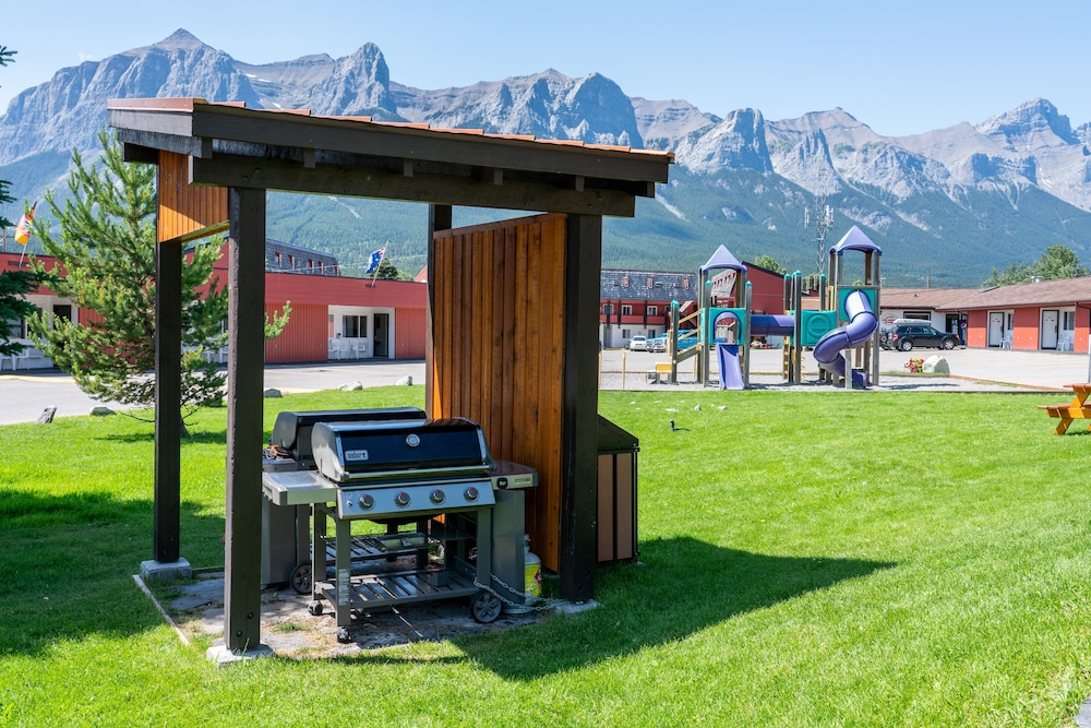BBQ/Picnic Area, Rocky Mountain Ski Lodge