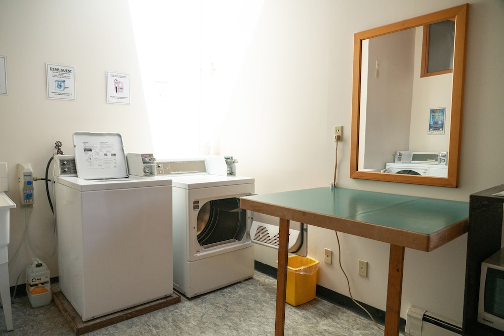 Laundry Room, Rocky Mountain Ski Lodge