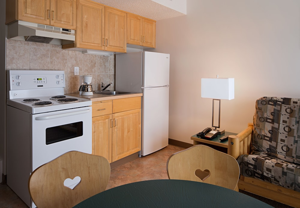 Private Kitchenette, Rocky Mountain Ski Lodge