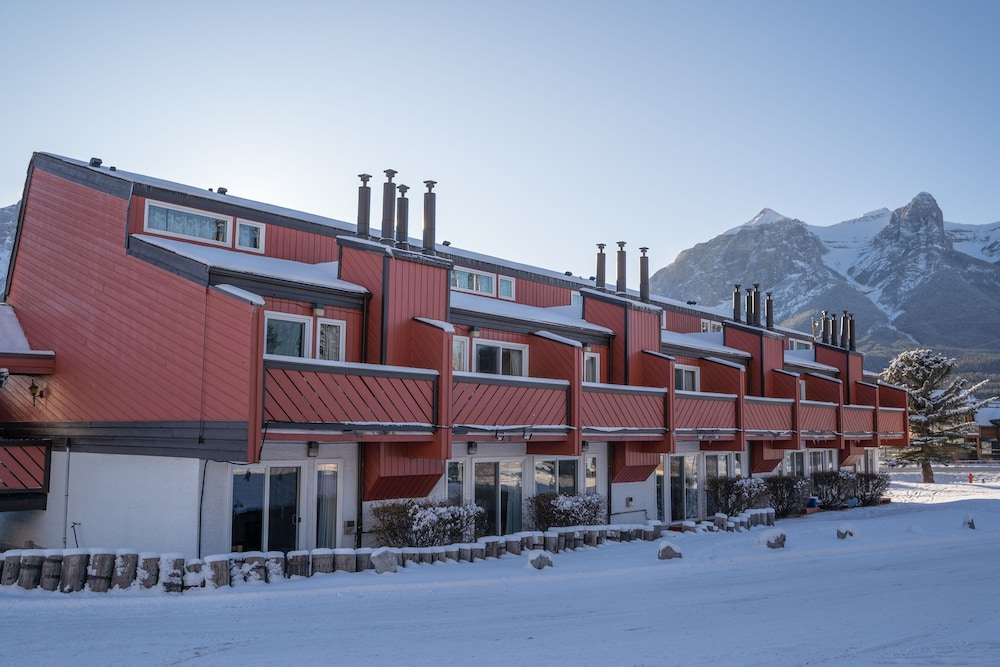 Exterior, Rocky Mountain Ski Lodge