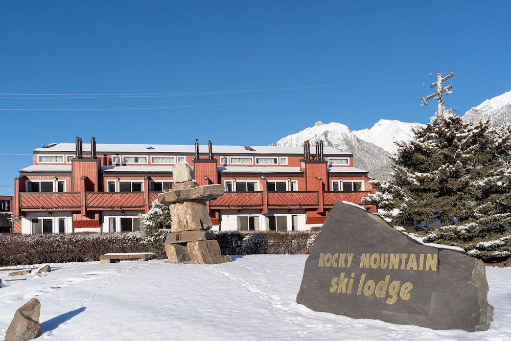 Front of Property, Rocky Mountain Ski Lodge