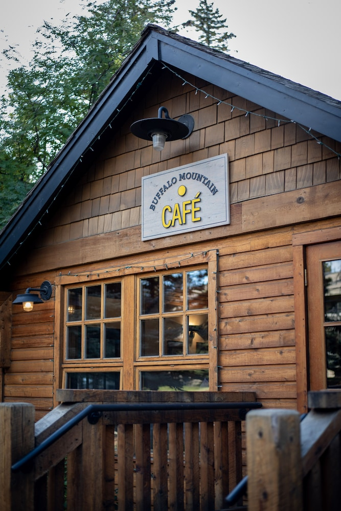 Cafe, Buffalo Mountain Lodge