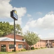 Days Inn & Suites Waterloo