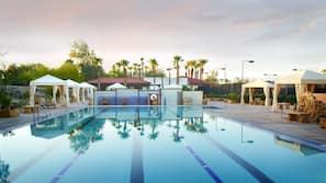 5 outdoor pools, free cabanas, pool umbrellas