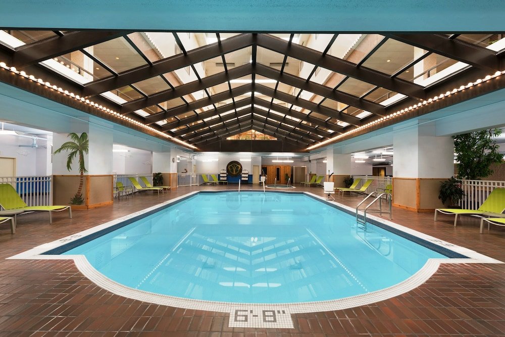 Indoor Pool, Red Lion Hotel Paper Valley