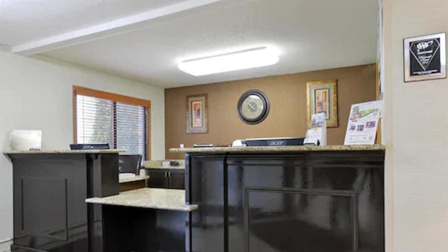 Americas Best Value Inn & Suites Bismarck