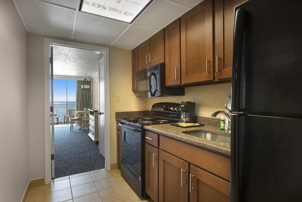 Private Kitchen, Coral Beach Resort Hotel & Suites