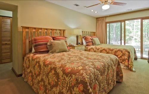 Book Mountain Creek Inn Cottages and Villas at Callaway Gardens