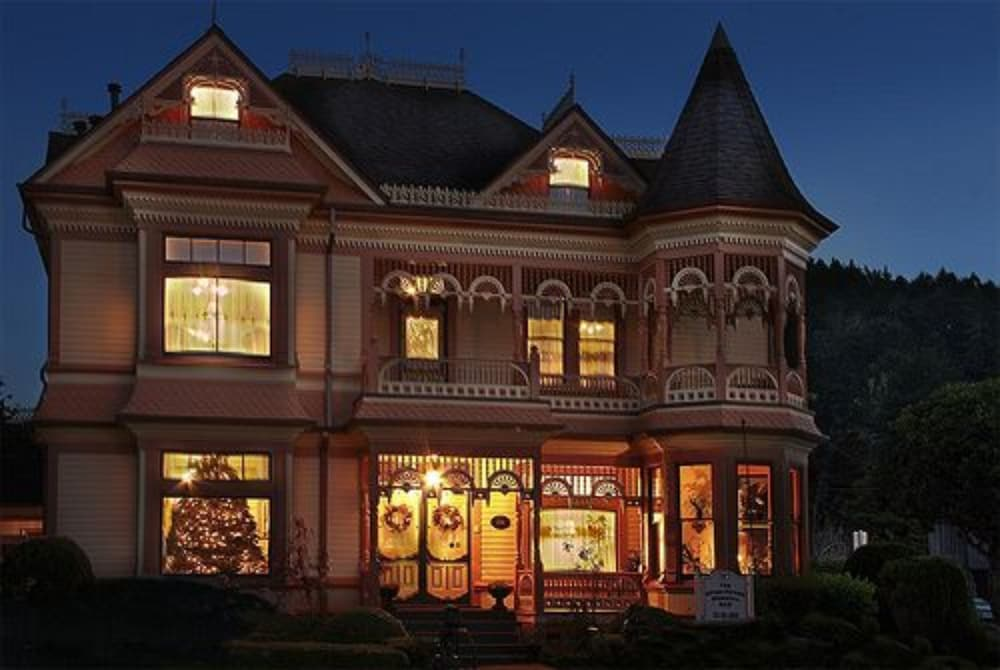 Front of Property - Evening/Night, Gingerbread Mansion Inn