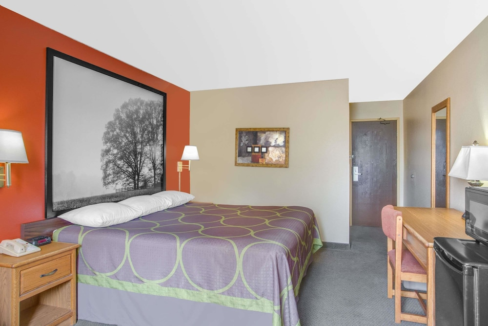Room, Super 8 by Wyndham Christiansburg/Blacksburg Area