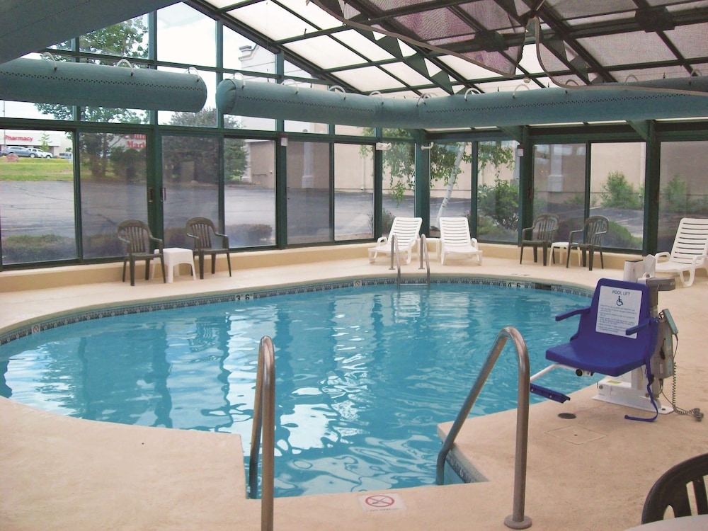 Pool, La Quinta Inn by Wyndham Wausau