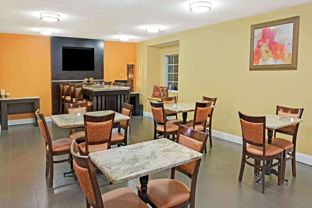 Dining, Microtel Inn by Wyndham Charlotte/University Place