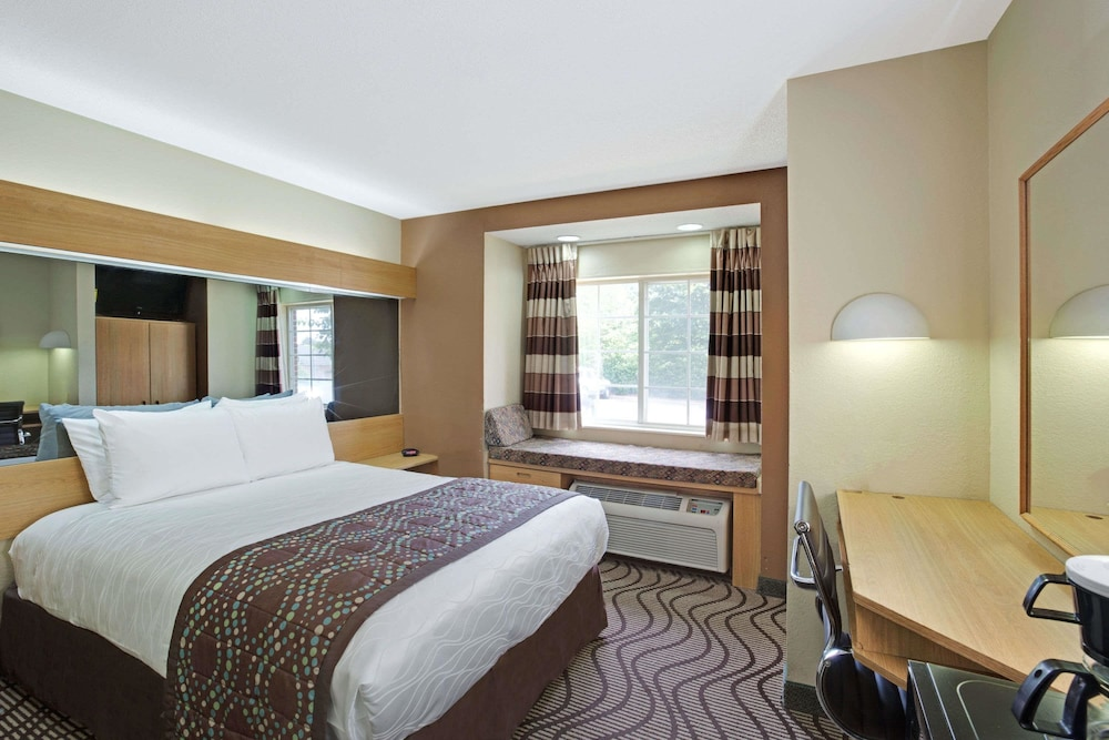 Room, Microtel Inn by Wyndham Charlotte/University Place