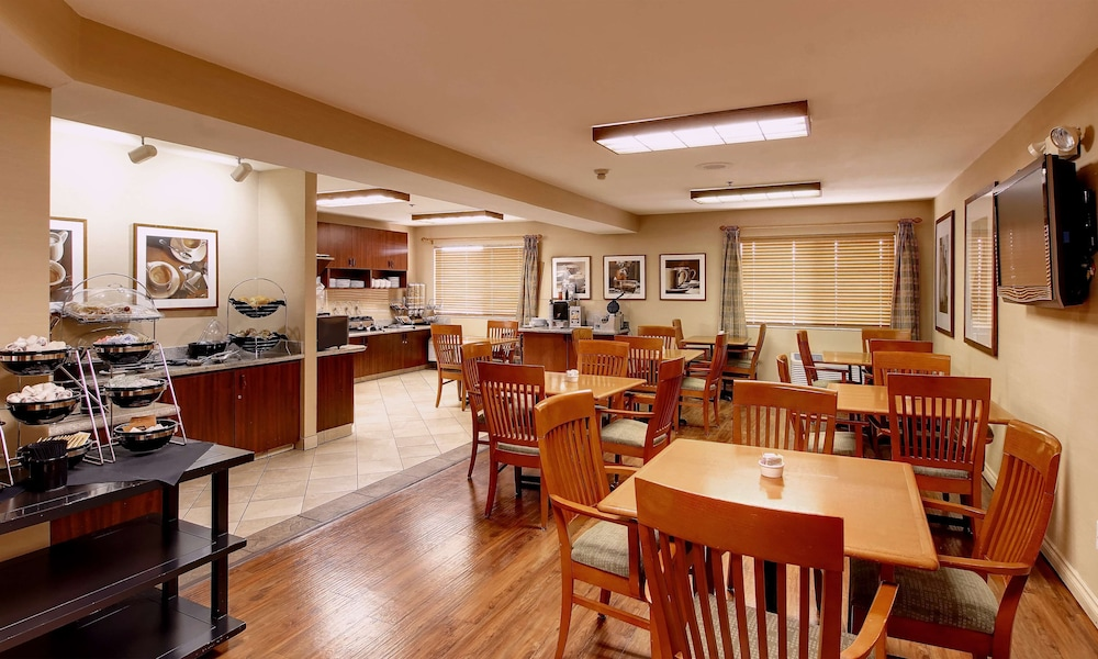 Breakfast Area, Phoenix Inn Suites - Lake Oswego